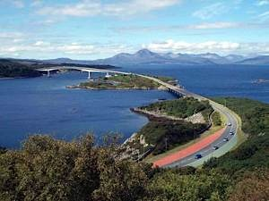 Skye-bridge-and-Isle-of-Skye-from-Plock-of-Kyle-viewpoint-2